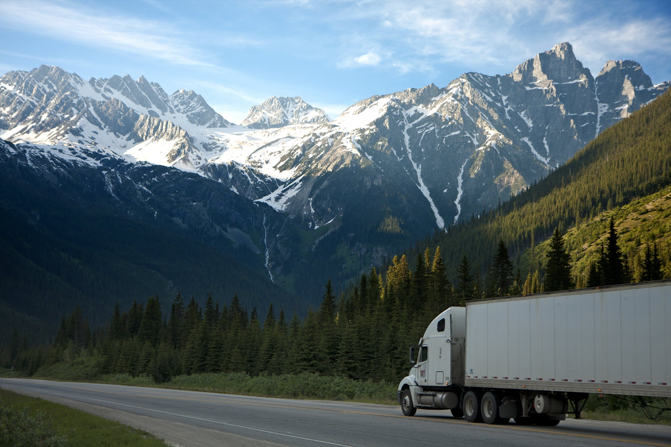 international relocation truck on the road