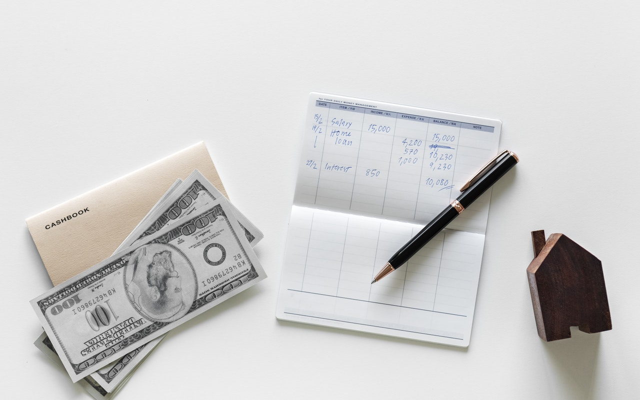 using a checkbook in order to save money when moving home