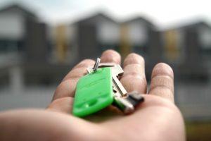 holding keys in hand