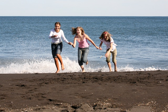 Friends enjoying the beach, one of the factors to help you choose where to move next