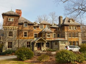 Guide to the most charming boroughs of Pennsylvania incorporates many of the old towns and historical homes.
